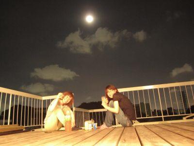 シェアハウス滝子・ウッドデッキで月見