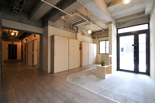 玄関。ずらっと並ぶ靴箱。シェアハウス志賀本通 D-FLAT05
