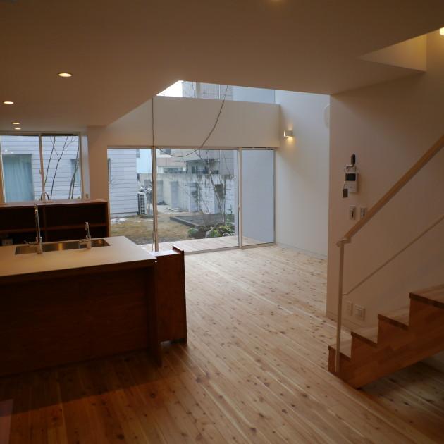 LT城西2:キッチンから中庭を臨む(工事中):P1000950