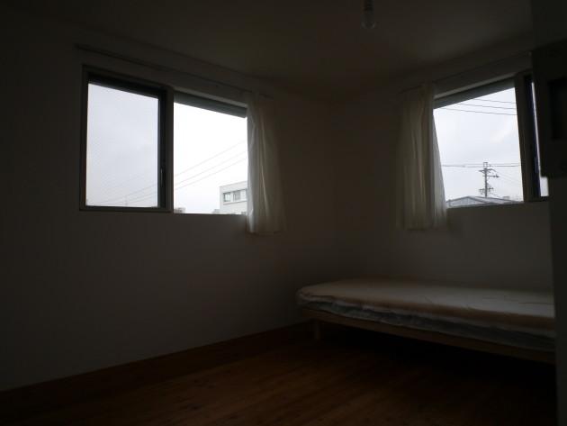 社会人限定シェアハウスLT城西10号室。個室の様子。