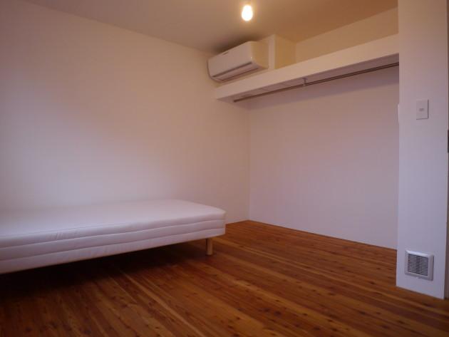 シェアハウスLT城西11号室:社会人限定。個室の様子。